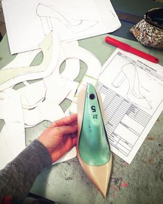 Step by step  #cercal#shoedesign#beginning#love#passion#dream#shoeaddict#shoes#new#start#italy#proud#motivation#first#shoeoftheday#stepbystep#stylist by margauxloore
