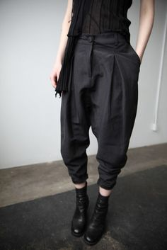 Pleated Trousers by Cendre Looks Style, Style Me, Androgynous Fashion, Dark Fashion, 70s Fashion, Mode Vintage, Mode Style, Look Cool, Fashion Outfits