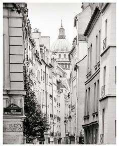 Paris photography Black and white art print #paris #blackandwhite #parisphoto #photography #print #wallart #homedecor #buyonline #buyart