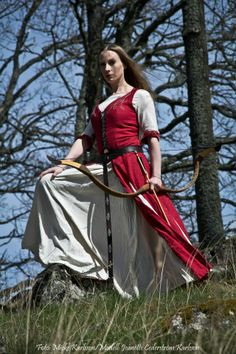 Renaissance Costumes & Medieval Costumes for Women | Party City