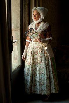 http://www.regent-alain.book.fr/galeries/robe-arlesienne-1/