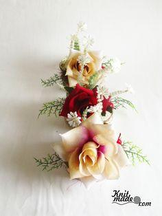 My florist work - New Year's frozen roses #knitmade #knitmadeflowers #knitmadenews #rose #newyear #christmas #frozen