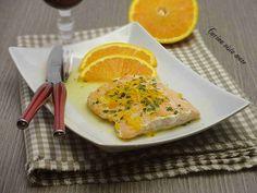 La ricetta del salmone al vino bianco e arancia è perfetta per chi ama il pesce: un secondo sontuoso, equilibrato e leggero che si prepara in poco tempo!