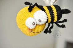 BZZZZ BZZZZ THE BEE new free crochet pattern by @ Little Inspiring Soul