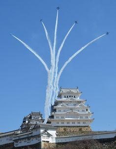Blue Impulse Aerobatic Team with Himeji Castle, Hyogo, Japan ブルーインパルス、白亜の姫路城を彩る