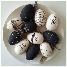 15 DIY Easter egg ideas to inspire your craft project project . - Ostern und Frühling -:- Easter and Spring - Crafts world Egg Crafts, Easter Crafts, Holiday Crafts, Christmas Diy, Diy And Crafts, Diy Osterschmuck, Easter Ideas, Diy Easter Decorations, Pet Rocks