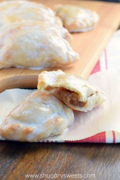 Hand Pies These Glazed Apple Hand Pies are the perfect fall treat. And in only 30 minutes, you'll have one of these delicious baked treats in your hands!Five Minutes Five Minutes or 5 Minutes may refer to: Apple Recipes, Fall Recipes, Sweet Recipes, Baking Recipes, Dessert Recipes, Pie Dessert, Sweet Desserts, Delicious Desserts, Yummy Food