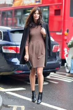 Love this chevron dress with basic black accessories, classic, Street Style: London Fashion Week Street Spring 2014