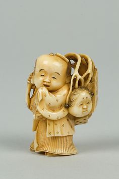 Netsuke century Culture:Japan Medium:Ivory Dimensions:H. Katana, Plastic Art, Japanese Characters, Edo Period, Barbie Collector, Ivoire, China Porcelain, Painted Porcelain, Porcelain Ceramics