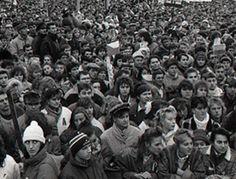 Tisíce neznámych ľudí vyšli v Novembri 89 do ulíc a vybojovali nám slobodu. Poznáte niekoho z nich? Art, Art Background, Kunst, Performing Arts, Art Education Resources, Artworks