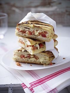 Our popular panini recipe with tomato and mozzarella and more than other free recipes on LECKER. Our popular panini recipe with tomato and mozzarella and more than other free recipes on LECKER. Healthy Sandwich Recipes, Panini Recipes, Healthy Sandwiches, Snack Recipes, Delicious Sandwiches, Party Recipes, Gourmet Sandwiches, Sandwiches For Lunch, 1000 Calories