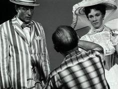 "Dick Van Dyke and Julie Andrews being directed in a scene from ""Mary Poppins"" (Buena Vista, Julie Andrews Mary Poppins, Mary Poppins Movie, Mary Poppins 1964, Old Disney, Vintage Disney, Disney Magic, Disney Live, Disney Girls, Saving Mr Banks"