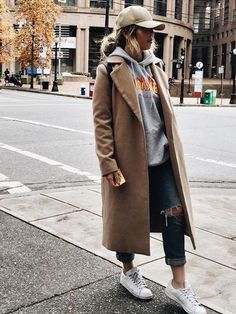 Love this street style chic! Jumper, jeans and sneakers with a trench and baseball cap is a really cool look! | Street fashion for women