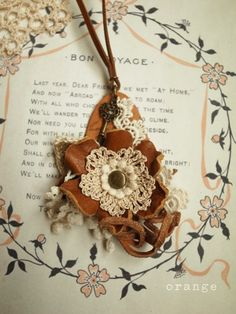 Pin and necklace flower of leather and crochet Crochet Accessories, Leather Accessories, Leather Jewelry, Leather Craft, Jewelry Accessories, Leather Flowers, Leather Design, Crochet Projects, Fun Crafts