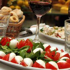 Presso l'Agriturismo potrete gustare tantissime specialità della cucina locale come le zeppole di San Giuseppe.   Info 0975 39 31 48