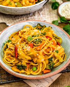 Veggie Fries, Vegetable Stir Fry, Vegan Party Food, Whole Food Recipes, Healthy Recipes, Curry Noodles, Broccoli Stir Fry, Butter Rice, Frozen Broccoli