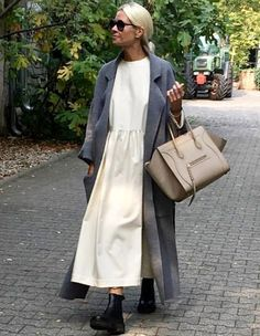 Fashion: The Flamboyant Fashion Revolution – TheFashionista Mode Outfits, Casual Outfits, Fashion Outfits, Womens Fashion, Fashion Trends, French Outfit, Look Fashion, Fashion Design, Minimal Fashion
