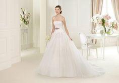 Pronovias presents the Urika wedding dress. Glamour 2013. | Pronovias | Urika Model 31/52