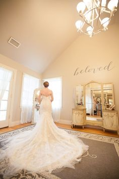 Sweetest Moments In A Grand Mirror Before Wedded Bliss Cedarwood Weddings Sensational New Bridal Suite