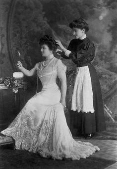 Mrs. George Jay Gould and her maid, 1908.    Mrs. Gould, formerly Edith Kingdon, had been a stage actress until her marriage.    She died in 1921 at the age of 57 after collapsing on their private golf course. Her husband would die two years later in France after having contracted a fever after visiting the tomb of Tutankhamen in Egypt.