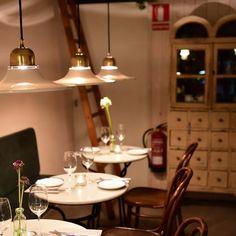 Bistrot Levante #Barcelona Barcelona Restaurants, Tapas Bar, Best Chef, Food Art, Table Settings, Plates, Instagram, Licence Plates, Dishes