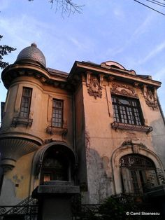 Beautiful abandoned house in downtown Bucharest,Romania. If it's abandoned can I have it for cheap? Abandoned Property, Abandoned Castles, Abandoned Mansions, Abandoned Places, Haunted Places, Beautiful Ruins, Beautiful Buildings, Beautiful Homes, Beautiful Places