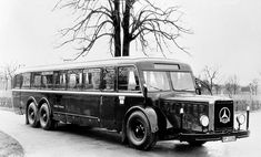 Mercedes-Benz city bus, with diesel engine. The Buses of Daimler-Benz Mercedes Benz Maybach, Mercedes Benz Trucks, New Mercedes, Classic Mercedes, Bus Camper, Daimler Benz, Bus Coach, Busses, Classic Trucks