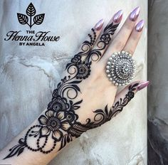 Simple Mehendi designs to kick start the ceremonial fun. If complex & elaborate henna patterns are a bit too much for you, then check out these simple Mehendi designs. Mehndi Designs 2018, Mehndi Designs For Fingers, Arabic Mehndi Designs, Bridal Mehndi Designs, Mehandi Designs, Bridal Henna, Henna Tattoos, Et Tattoo, Henna Tattoo Designs