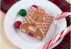 make your own gingerbread house box Christmas Gift Box, Noel Christmas, Christmas Wrapping, All Things Christmas, Gingerbread Crafts, Christmas Gingerbread, Christmas Activities, Christmas Printables, Christmas Crafts