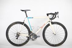 SIGNAL CYCLES: THE PULSE ROAD BIKE