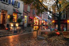 Quebec City: Night View of Lower Town Shops ver. Autumn Cozy, Dark Autumn, Autumn Morning, Autumn Aesthetic, Aesthetic Dark, Aesthetic Vintage, October Country, Quebec City, Canada Travel