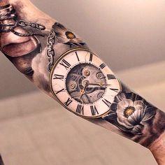 Zakhorloge type 5 Onderkant/bovenkant??  voorkant arm Zie wel wat tattoo artist getekend heeft