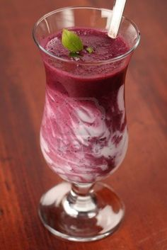Cherry Blueberry Shake 8 oz Almond Milk cup frozen cherries cup frozen blueberries 2 scoops Vi shape mix Blend berries separately from milk and Vi-shake, and then swirl together to get this effect! Fruit Smoothies, Smoothies For Kids, Protein Smoothies, 310 Shake Recipes, Protein Shake Recipes, Frozen Cherries, Frozen Blueberries, Healthy Snacks For Kids, Healthy Drinks