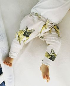These adorable leggings feature French Bulldogs. Super cute and fun for a baby boy or baby girl. These leggings are made out of organic cotton, there is some stretch but not as much as my jersey print