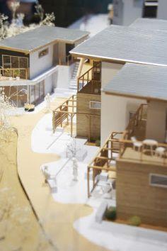 8月21日よりプリズミックギャラリーで始まるSALHAUS建築展「共有される風景」のオープニングに行ってきました。      展覧会概要:  『これまでの7年間につくってきた建築のことを振り返ると、それらは私たち3人が共有でき、またその建築に関わる多くの人々が共有できる風景をつ...