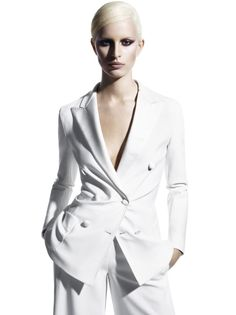 Karolina Kurkova stars in Max Mara Spring/Summer 2011 campaign photographed by Mario Sorrenti White Fashion, Fashion Art, Editorial Fashion, Fashion Outfits, Fashion Jewelry, White Tux, White Suits, High Fashion Photography, Glamour Photography