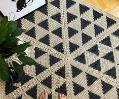 Crochet Pouf, Crochet Carpet, Crochet Diy, Tapestry Crochet, Crochet Doilies, Crochet Stitches, Crochet Patterns, Knit Rug, Rug Yarn