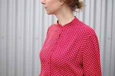 For the first time in a long time I made something in a colour that isn't blue. Details, collar dramas and more pics of this very bright red @grainlinestudio Archer. #mmmay16 #archershirt #outofmycolourcomfortzone