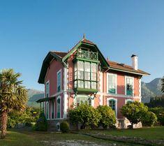chalet de ramón arguelles en balmori Villas, Indoor Garden, Indoor Outdoor, Canary Islands, Alicante, Indiana, The Good Place, Art Nouveau, Cottage