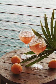Cocktail Hour: Veuve Clicquot Rosé with orange 🍊 (location: Maui, Hawaii 🇺🇸) Cocktail Photography, Food Photography, Photography Branding, Happy Hour, Happy Thursday, Lumiere Photo, Bourbon Cocktails, Summer Aesthetic, Summer Vibes