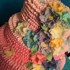 Ruffles cake. Dominican vanilla cake. Babyshower. Tweetbirds babyshower