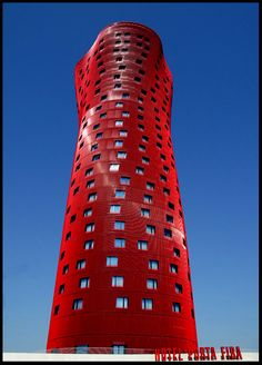 Hotel Porta Fira wins the 2010 Emporis proclaimed as the best skyscraper in the world in front of the Burj Dubai, among others. The avant-garde building in red is located in Barcelona and has been designed by renowned Japanese architect Toyo Ito. The design of the Porta Fira Hotel Toyo Ito Santos was inspired by the organic form of a lotus flower.