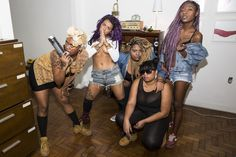 The Bucepower Gang Empowers Women with Selfies, Belfies, and Hip-Hop | VICE | United States