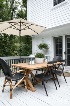 Room Simple Decor Modern Country Colonial Deck Styling tips and inspiration. Fireplace Remodel, Deck Dining, Modern Country, Modern Outdoor Dining, Outdoor Deck Furniture, Deck Decorating, Cheap Home Decor, Home Decor Pictures, Outdoor Decor Backyard