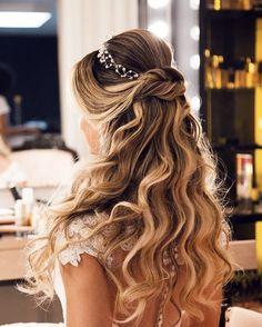 Lutt & Kakau Lopes - Lilly is Love Sweet 16 Hairstyles, Quince Hairstyles, Prom Hairstyles For Short Hair, Quinceanera Hairstyles, Wedding Hairstyles For Long Hair, Bride Hairstyles, Down Hairstyles, Formal Hairstyles, Wedding Hair Down