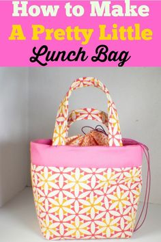 Sewing Bags How to make a pretty little lunch bag. This pretty little lunch bag can be made using basic sewing skills in just an afternoon. Use vinyl fabric or fusible vinyl to make it spill resistant. Easy Sewing Projects, Sewing Projects For Beginners, Sewing Hacks, Sewing Tutorials, Sewing Crafts, Sewing Tips, Sewing Patterns Free, Free Sewing, Lunch Bag Tutorials