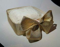 Cestinha para bem-casado em tela e fita dourada