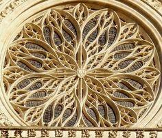 Vous venez de passer la porte de la cathédrale d'Amiens