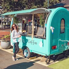 Creative mini bar ideas to inspire for your party 17 Food Cart Design, Food Truck Design, Food Trucks, Mobile Coffee Shop, Mobile Coffee Cart, Coffee Food Truck, Mobile Food Cart, Coffee Trailer, Coffee Van