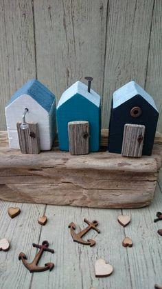 LUNGO il muro di mare in legno Beach Hut Scultura Driftwood